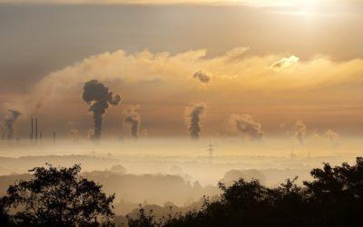 Welke verontreinigende stoffen moeten worden gemonitord voor een goede luchtkwaliteit?
